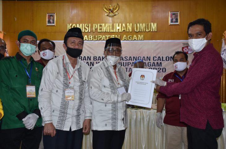 Hariadi-Novi Endri Bapaslon Pertama Mendaftar ke KPU Agam