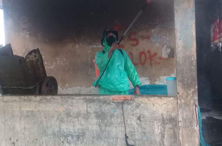 Satgas BPBD Agam Semprot Disinfektan di Kawasan TPI Pasia Tiku