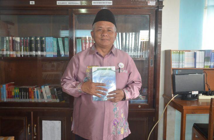 Alwisral Imam Zaidallah, Pegawai Negeri yang Juga Penulis 17 Buku