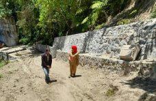 Pj Wali Nagari Koto Panjang Tinjau Pembangunan Jalan di Pahambek