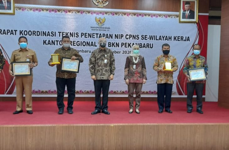 Pemkab Agam Raih 2 Penghargaan Kanreg XII BKN Award
