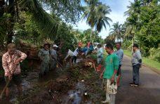 Antisipasi Banjir, Warga Pulai Mato Aia Goro Membersihkan Saluran Irigasi