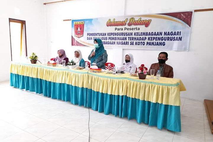 Ny Reni Ekko Espito Kukuhkan Pengurus TP-PKK Nagari Kotopanjang