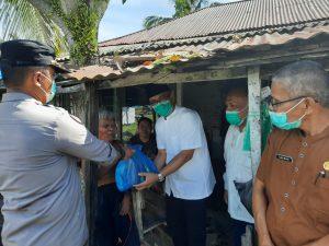 Camat Tanjung Mutiara Salurkan Bantuan GJB Kepada 6 Keluarga di Tiku Selatan
