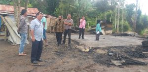 Dinsos Agam Bantu Korban Kebakaran di Gaduik