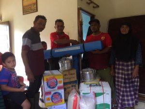Dinsos Agam Salurkan Bantuan Korban Kebakaran di Ladang Hutan Baso