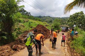 Jalan Provinsi Yang Tertutup Longsor di Palembayan Sudah Bisa Dilewati Kendaraan