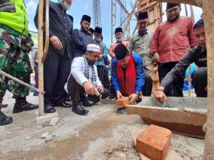 Bupati Agam Letakan Batu Pertama Pembangunan Surau Ponpes H. Abdul Karim Syu'aib IV Koto