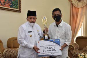 Bupati Agam Serahkan Hadiah Pemenang Lomba Fotografi dan Video Pesona Pariwisata
