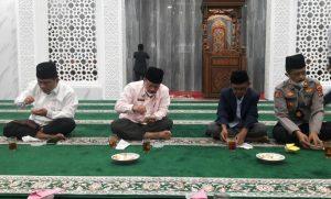 Bupati Agam Buka Puasa Bersama Warga Batu Taba di Masjid Darul Makmur