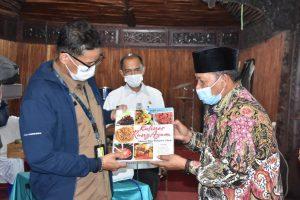 Menteri Parekraf Sandiaga Uno Berbuka Bersama Bupati Agam di Lawang Park