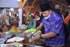 Kunjungi Pasar Pabukoan Pakan Ahad Kubang Putiah, Bupati Agam Ingatkan Warga Disiplin Prokes