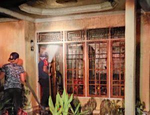 Satu Unit Mobil dan Rumah di Lubuk Basung Terbakar