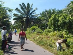 Warga Kampung Darek Gelar Aksi Jumat Bersih