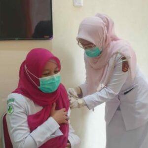695 Orang Disuntik Vaksin di Puskesmas Sungai Pua